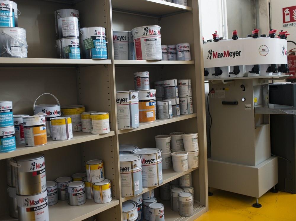 Tintometro MAX MEYER per pitture per interni ed esterni.