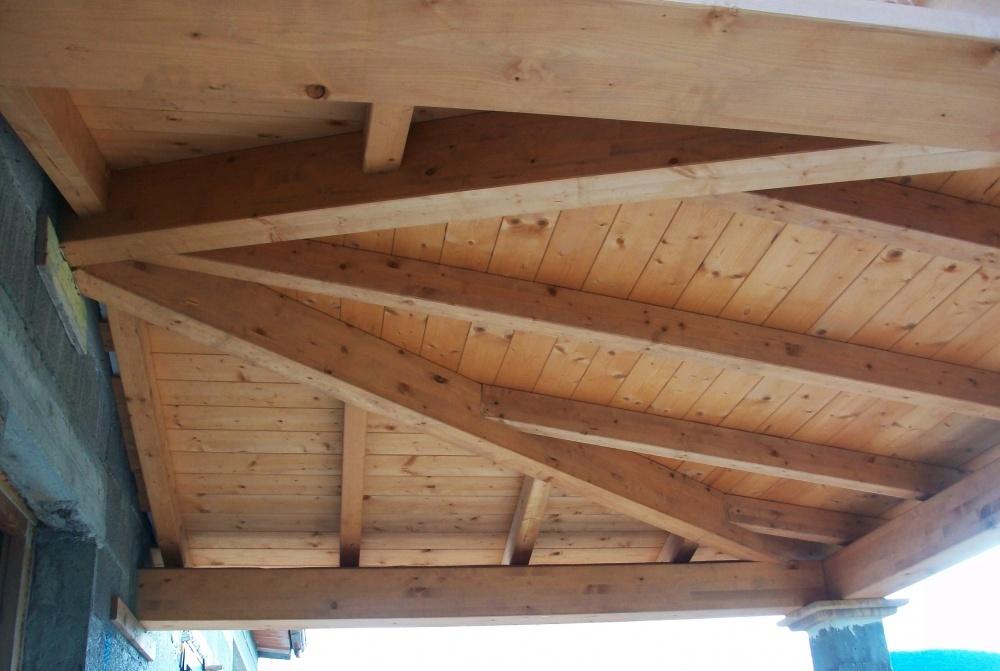 Tetto in legno lamellare e perline